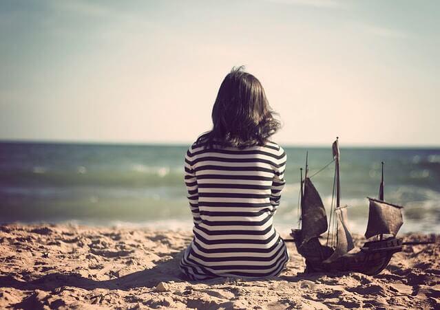 Biển cũng mang lại nỗi buồn của sự chờ đợi