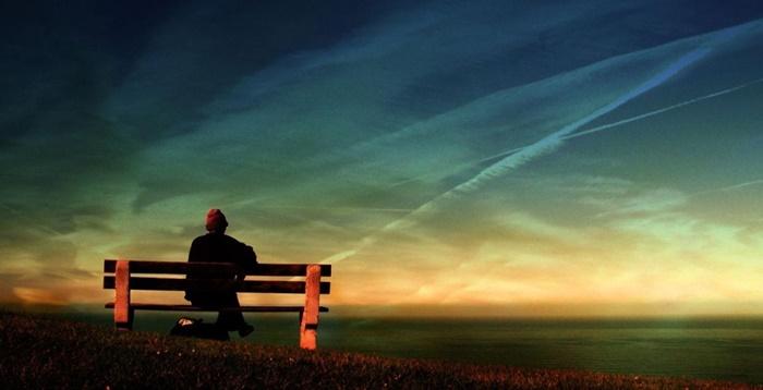 Chiếc ghế cô đơn là hình ảnh thường gặp
