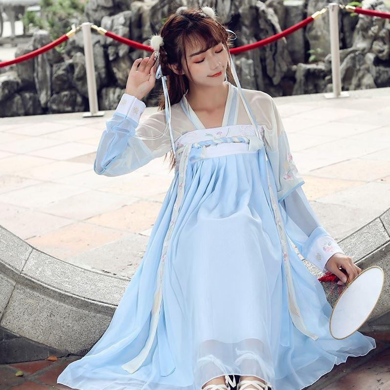 Thiếu nữ bên thềm phong cách cổ trang