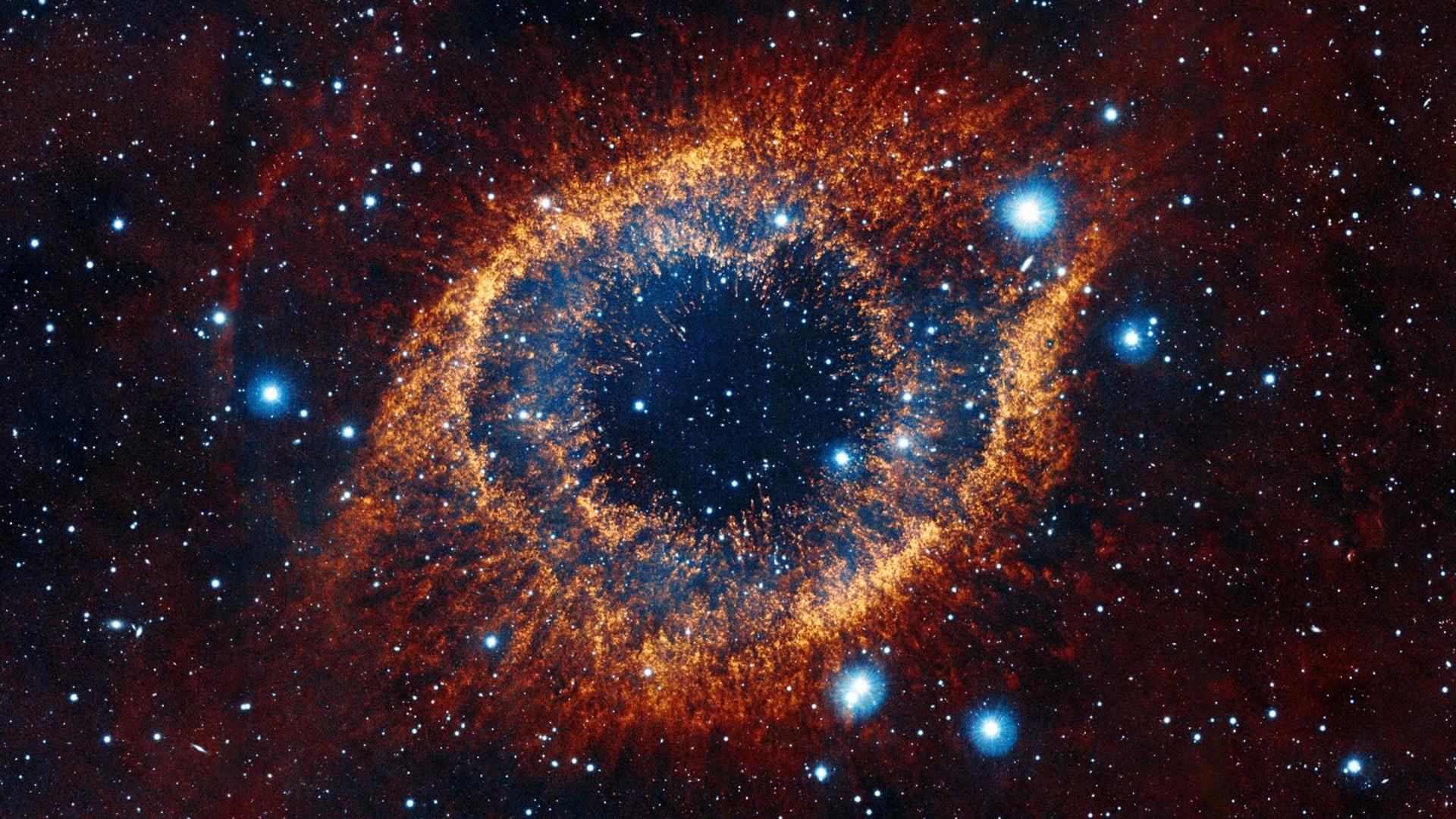 Một galaxy hình đôi mắt